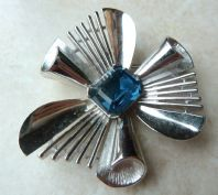 Vintage Crown Trifari Blue Rhinestone Abstract Flower Brooch.
